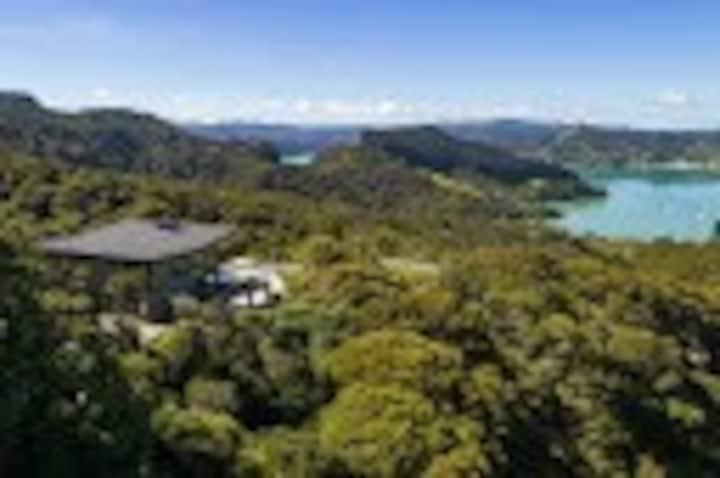 Kauri Hill Lodge+Villa 8 Guest's +2 Guest-staff