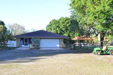 Peaceful Ranch Vacation Near Lake Placid! - Hus