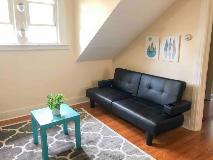Cozy attic suite Near WestCott!