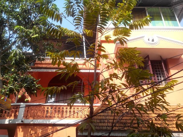 Comfortable room in a homestay @ Fort Kochi..!