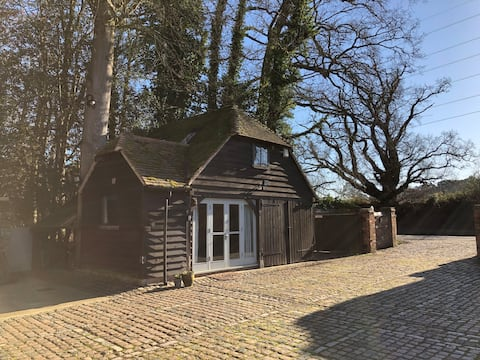 Charming Self Contained 1 bedroom cottage