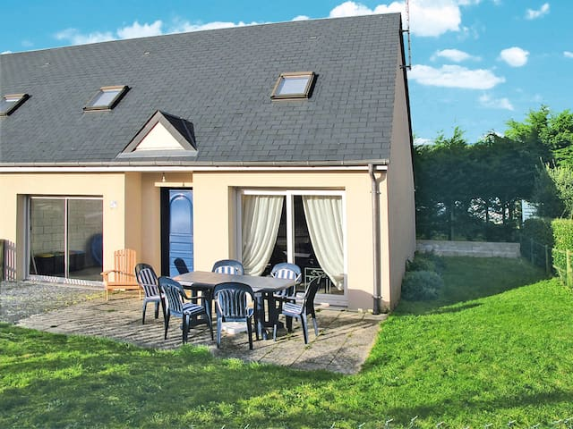 Holiday home in Hauteville-sur-Mer-Plage