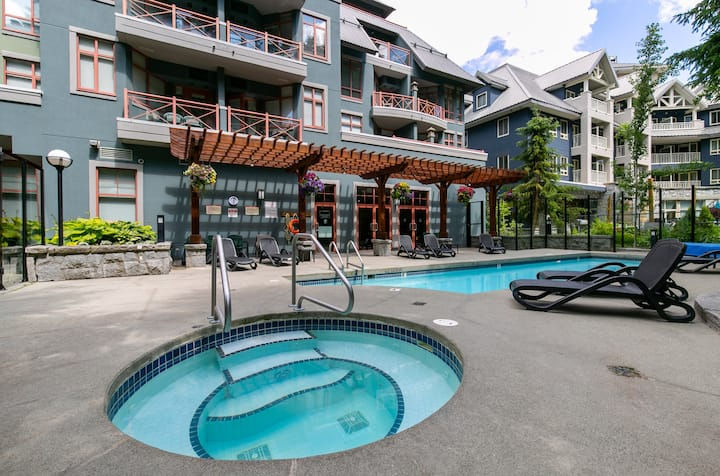 Spring $99 special Alpenglow pool hot tub WIFI