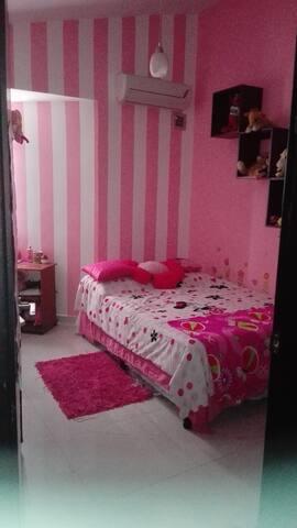 Habitación cómoda y confortable.