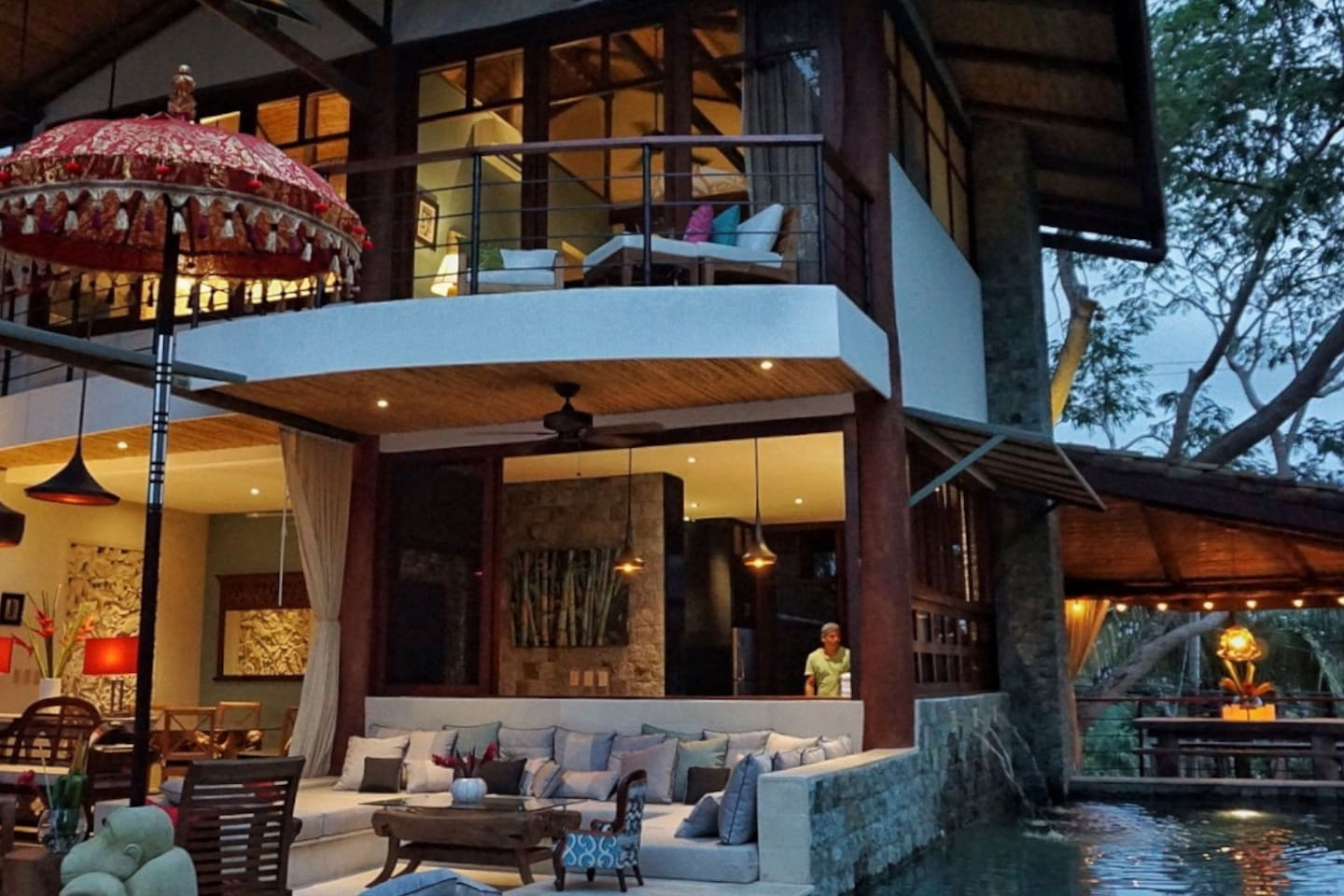 This stunning villa located in Manuel Antonio might be the spot for you this travel season.
