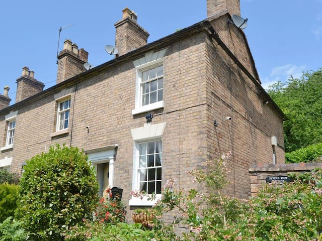 Severn View Cottage (UK10406)