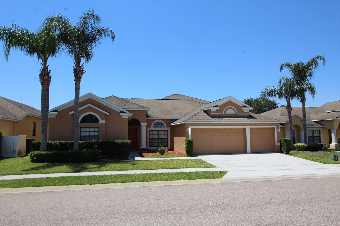 440 - Large 5 bedroom pool home with excellent privacy