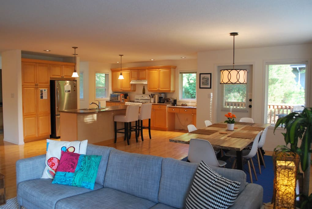 Open concept living/dining room