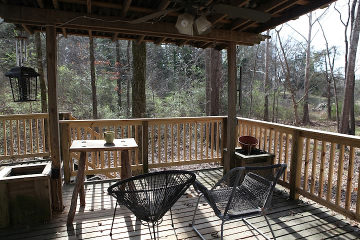 Cozy Cabin Get-a-way - Starkville - Bungalo