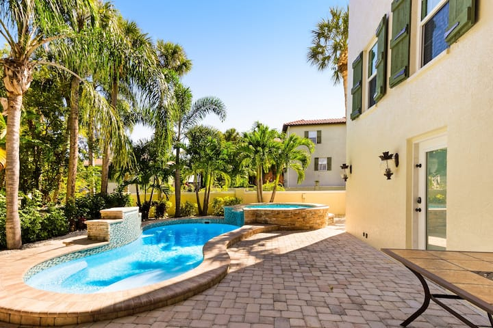 Lovely home with private pool, spa & several balconies - walk to beach/trolley