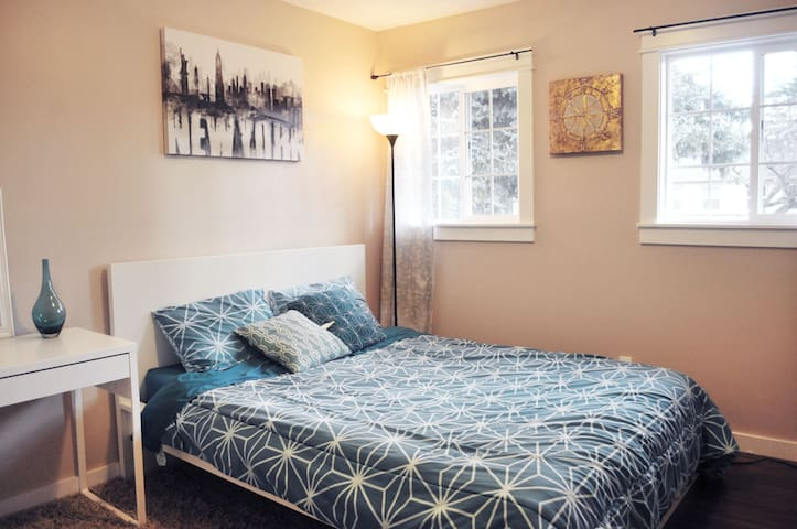 colorful & comfortable and clean room - Portland - Casa