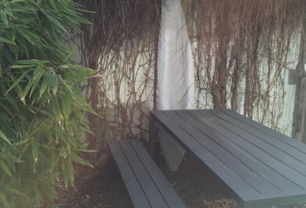 Gartenzimmer 2 - Binningen - Bed & Breakfast