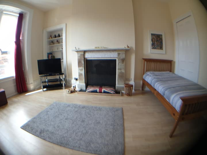 Comfortable room with single bed close to centre.