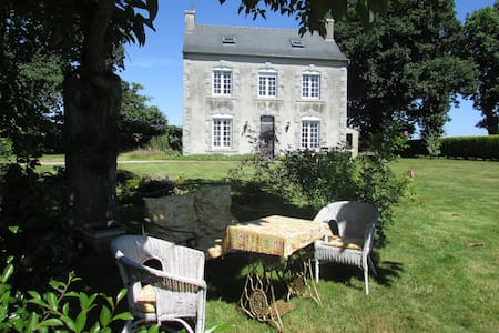 Double room (ensuite) in former farmhouse - Plounévézel