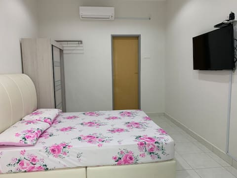 Master Room1 @Setia Residen, gated & guarded