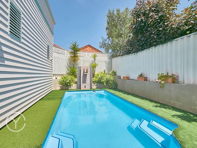 The Pink Cottage - Gorgeous Private Studio in Cott