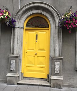 Pauline's room 1  5 Wolfe Tone St p85 kh79