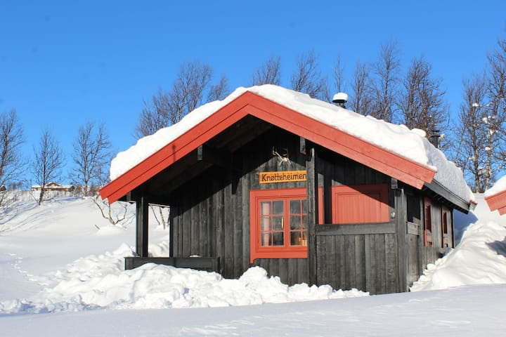 Knøtteheimen is a mountain cabin at Mykingstølen