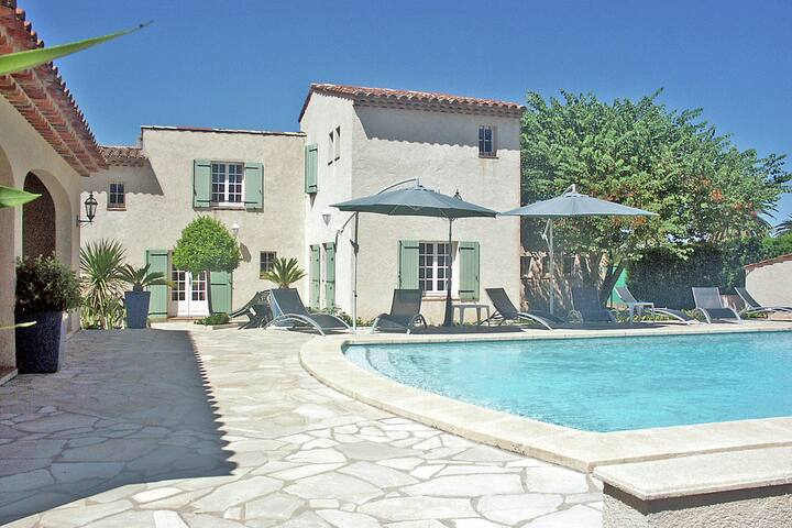 Sprawling Villa in Saint-Tropez with Swimming Pool
