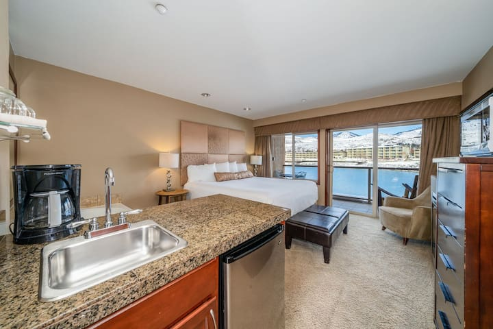 Grandview River View 712! Waterfront King Suite with River View!