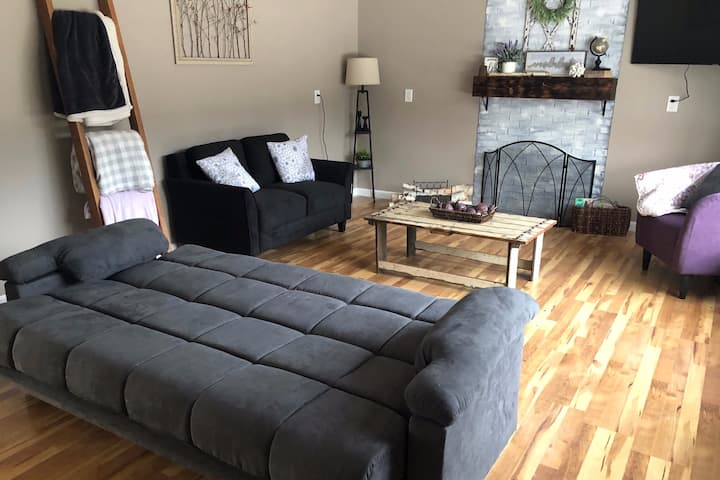 Cozy 2BR Home Close to the Freeway