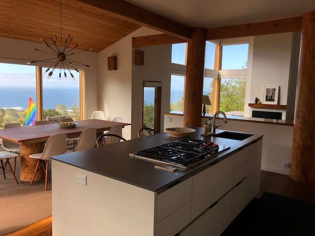 Stunning Modern Sea Ranch Stay