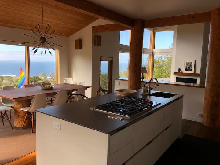 Stunning Modern Sea Ranch Stay