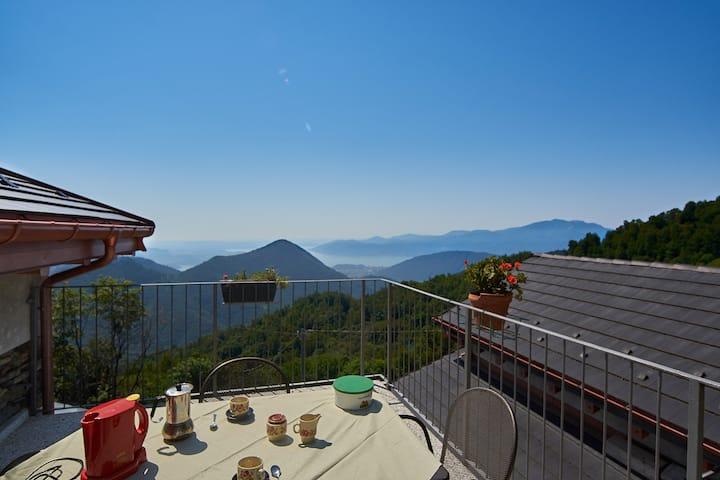 Baita Michele x 4. Pers.   Terrazzo + Vista Lago