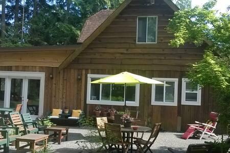 Urban woodland cottage