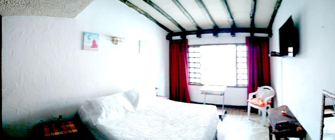 Hermosa Habitacion en Santa barbara Casa Colonial