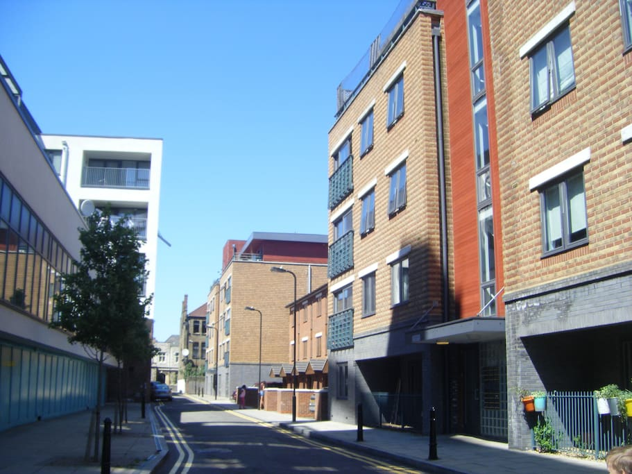The street - Mackintosh Lane