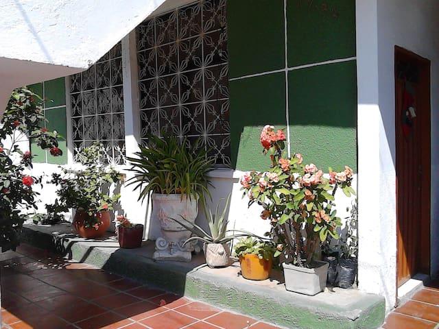 Habitación bien ubicada - Santa Marta - Hus