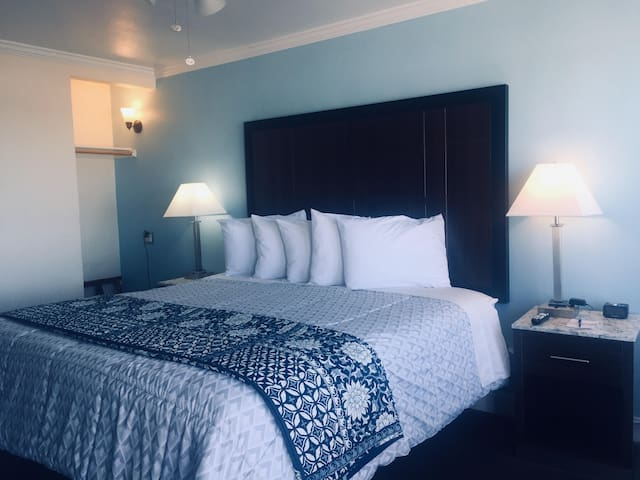 Dolphin Cove Motel, Two Queen Beds