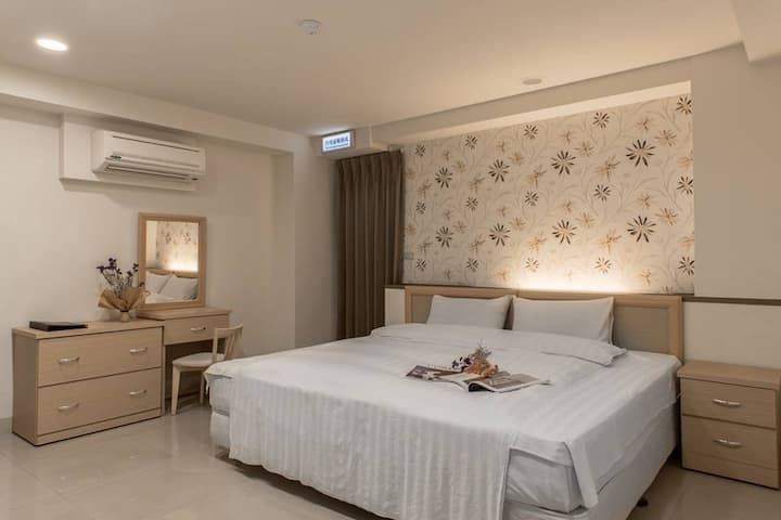 JS Hotel 舒適雙人房 Standard Double Room