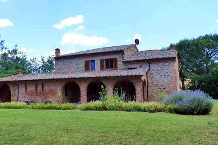 The estruscan home, lodging Olivo