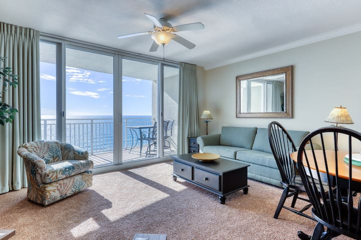 Oceanfront condo featuring a shared pool w/ a hot tub, walk to beach!