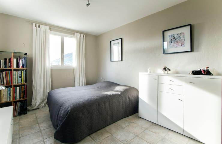 Chambres spacieuses lumineuses - Tourrettes-sur-Loup - Casa