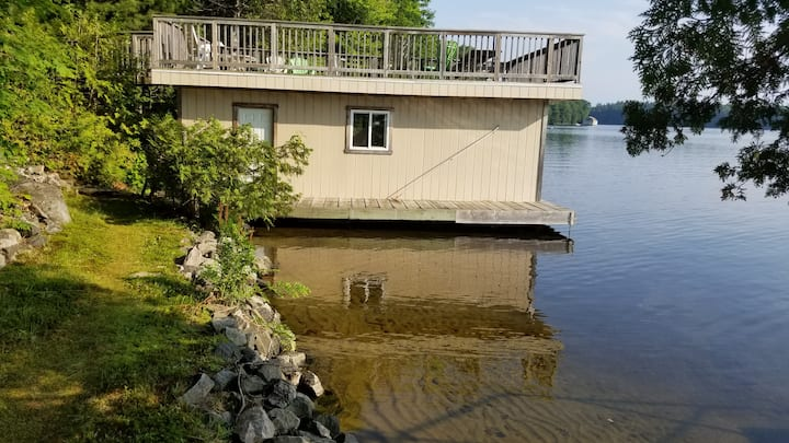 Muskoka Lake front cottage rental (your new oasis)