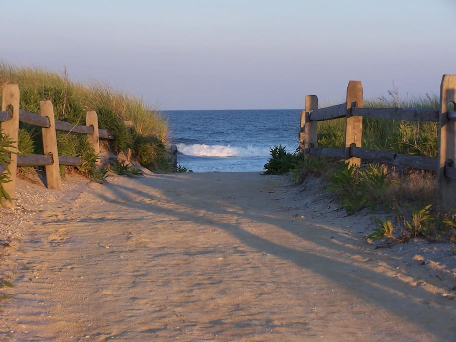 Beautiful Stone Harbor and Avalon beaches just over the bridge 5 miles away.