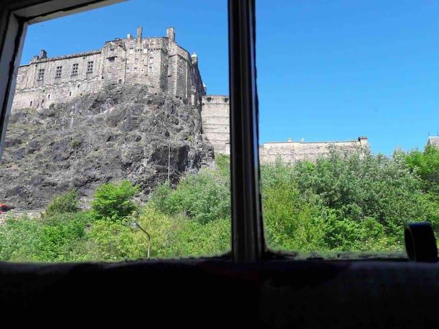 Grassmarket - Double Room, stunning Castle View