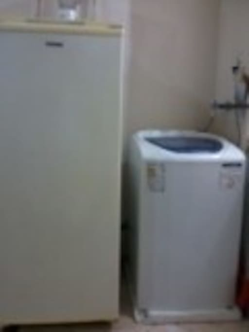 Geladeira e máquina de lavar.