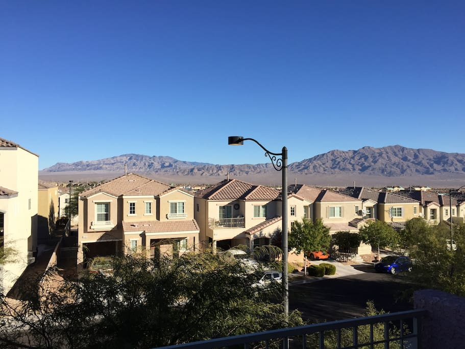Stunning Mountain Views From Second Floor Balcony Common Area