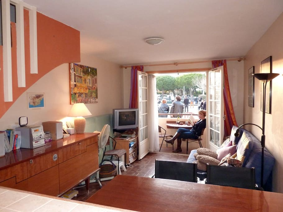 Living room and small patio on the Jeu de boules court.