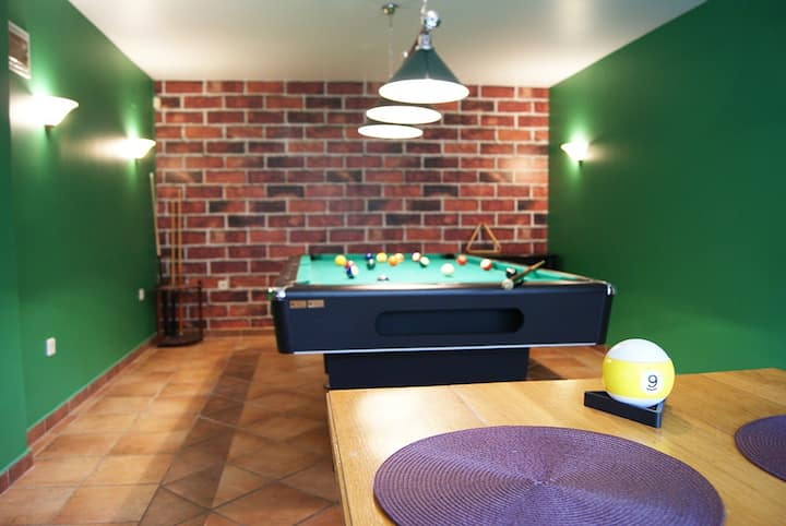 Spacious 4* Family House w/ Billiard  & Playroom