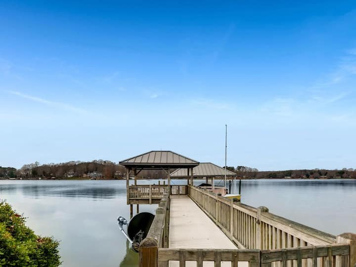 Kiser Island - Private Dock, Amazing Lake Norman views, screened in porch