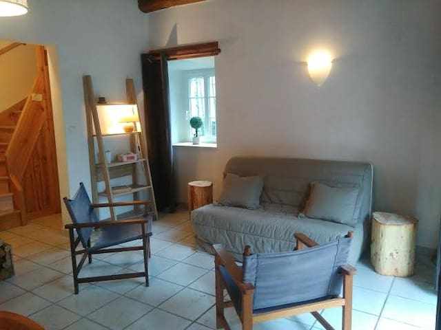 Maison en bordure de rivière - Montusclat - Casa