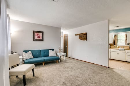 Close to OU & I-35, Garage Parking, Pet-Friendly