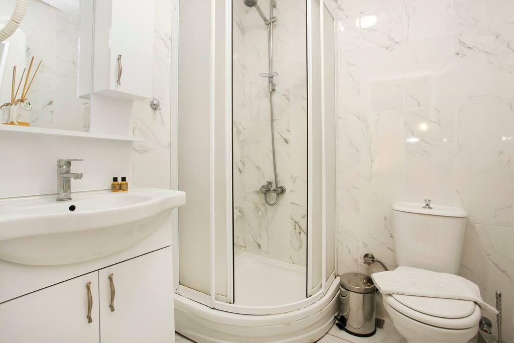 Bathroom &shower