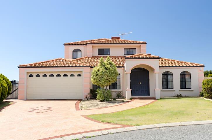 Perth Holiday Villas - Ocean Front