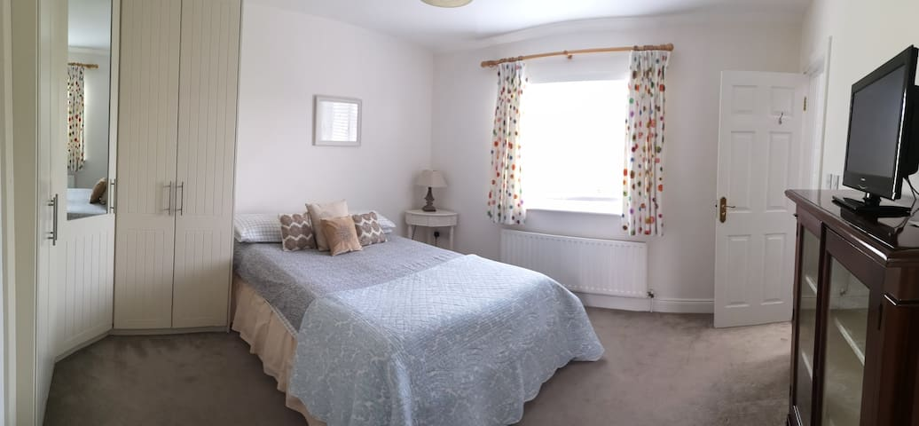 Double bedroom in warm, welcoming home in skerries